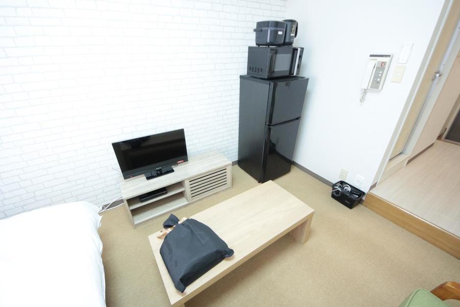 テレビ台とローテーブルは木目調で揃え、暖かさをプラス