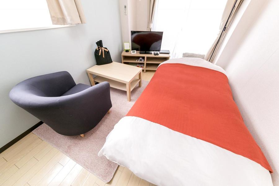 ベッド、テレビ、ソファなど家具家電を使いやすく配置した住みよいお部屋