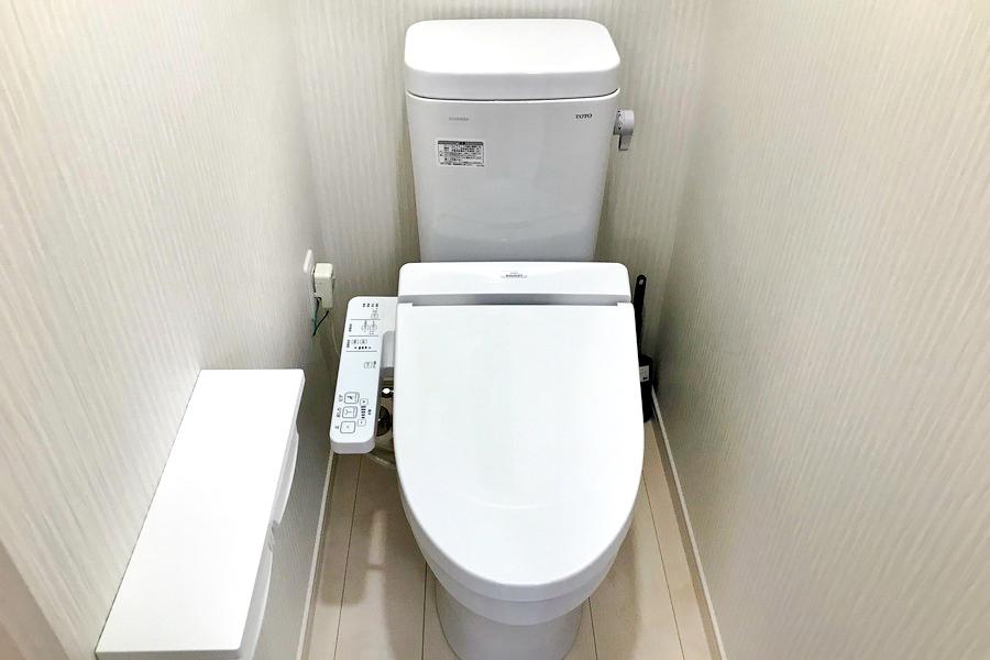 お手洗いはシャワートイレタイプ。独立式で衛生面も安心