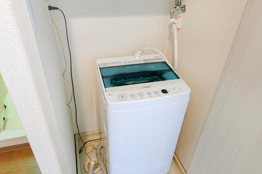 洗濯機は室内置き。扉付きなので未使用時は目隠しができます