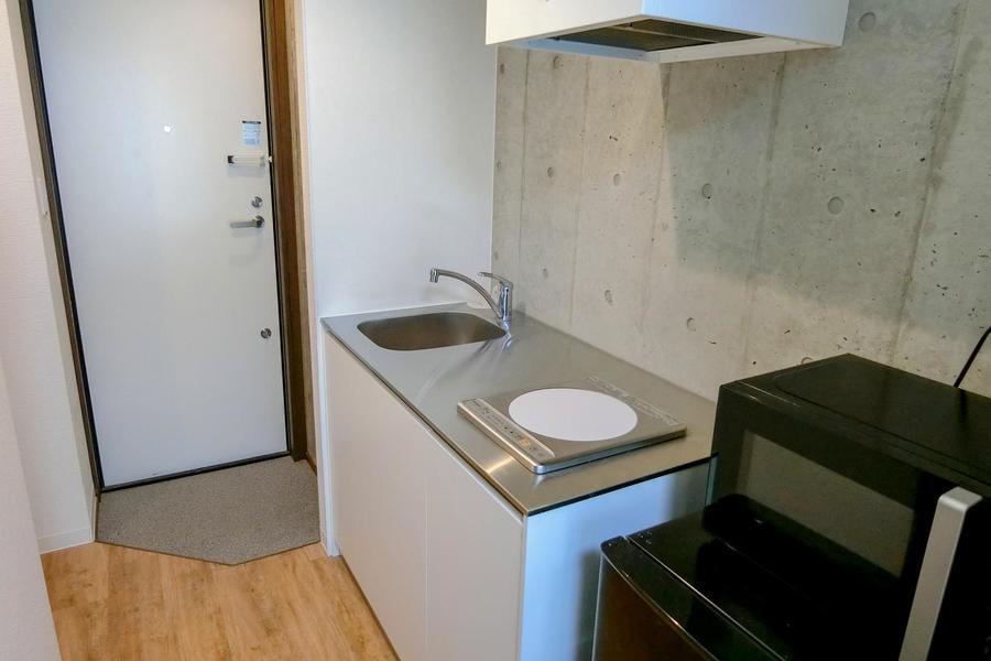 キッチンは広め。作業スペースもしっかり確保されています