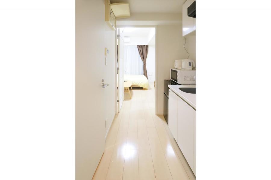 廊下もお部屋と同じオフホワイトのフローリングで統一