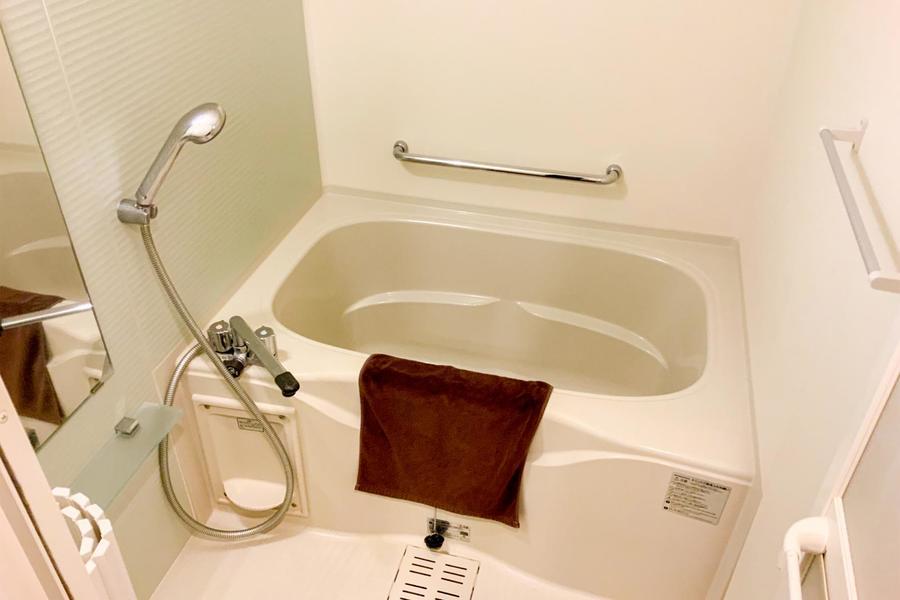 バスルームはコンパクトながら心地よく過ごせる癒やしの空間