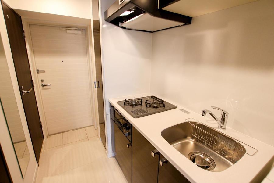 キッチンはガスコンロタイプ。シンクも広めでお料理がしやすいのも嬉しいですね