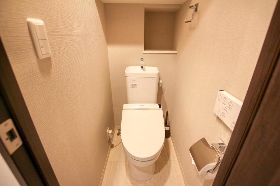トイレはシャワー付き。セパレートタイプで衛生面でも安心です