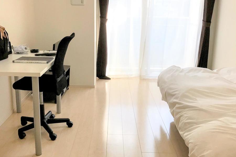 室内もナチュラルカラーのフローリングを採用。温かみを感じられるお部屋です