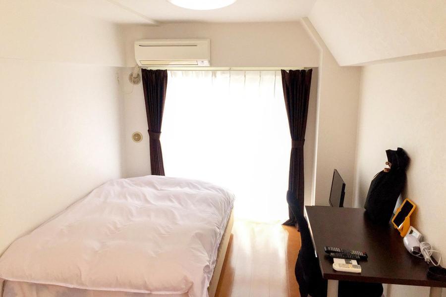 7.5帖のゆとりあるお部屋。ベッドはセミダブルタイプをご用意しています