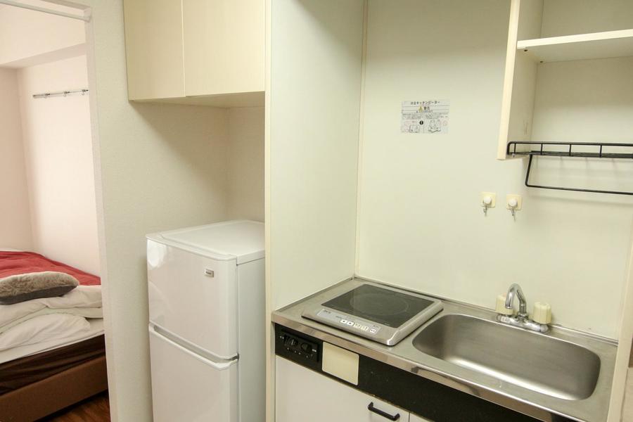 広めのシンクが特徴のキッチン。上下の収納でお片付けも便利