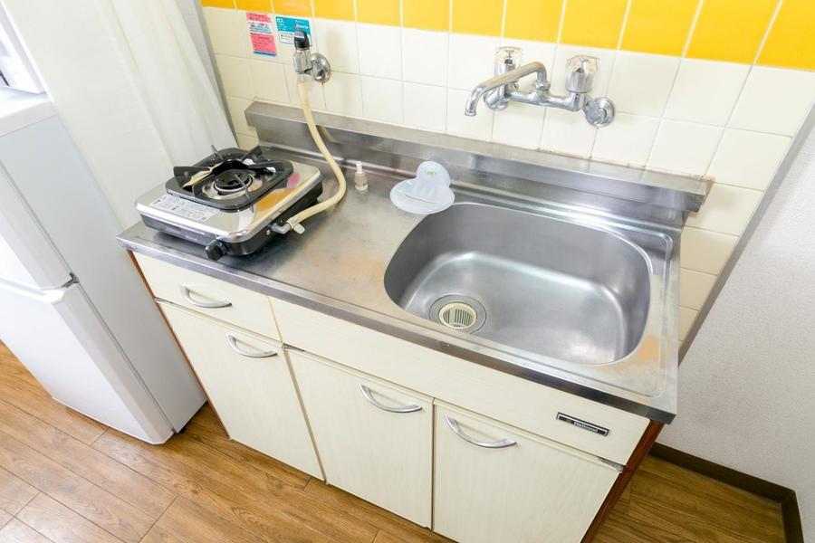 洗い物がしっかりできる大きめシンク。コンロは安心火力のガスタイプです