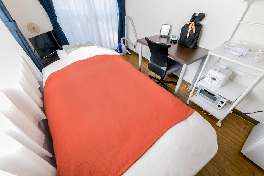 家具家電類がすっぽり収まったワンルーム。コンパクトで住みよいお部屋です
