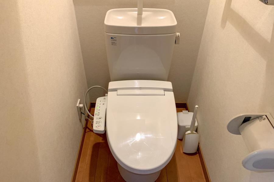 お手洗いは衛生面でも安心の独立タイプ。人気の高いシャワートイレタイプです