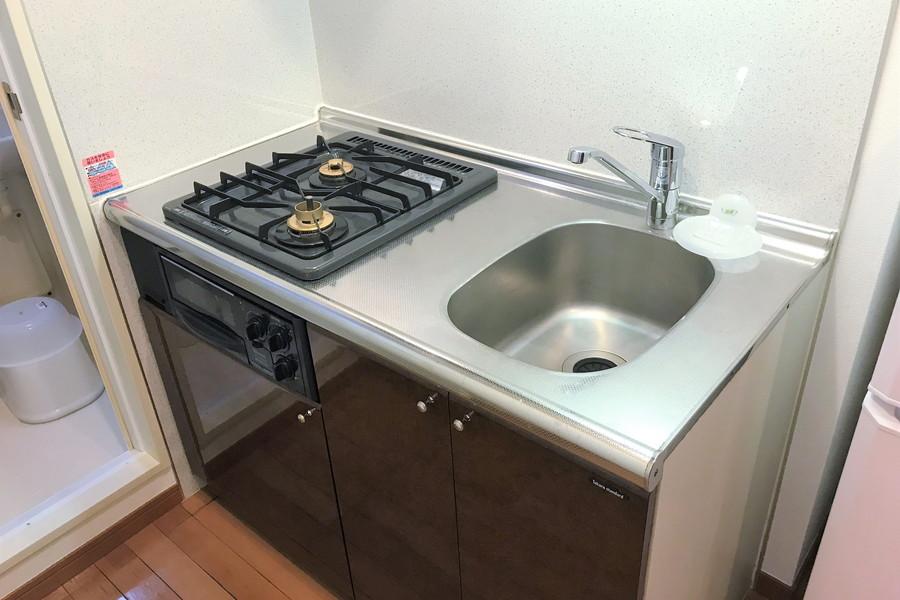 キッチンは安定火力の二口ガスコンロ