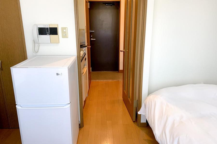 インターホンは人気のモニタタイプ。お部屋には仕切り扉つきです