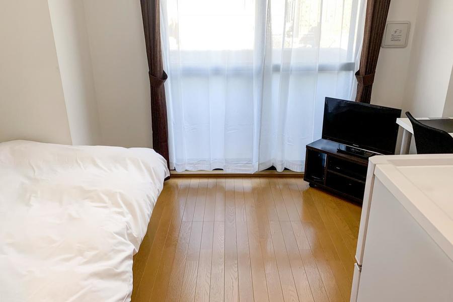 落ち着きのあるフローリングルーム。家具家電類もご用意しています