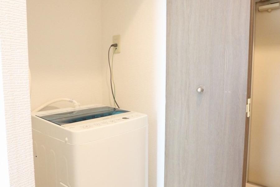 洗濯機置場は扉付き。使わないときは隠せてスッキリ!