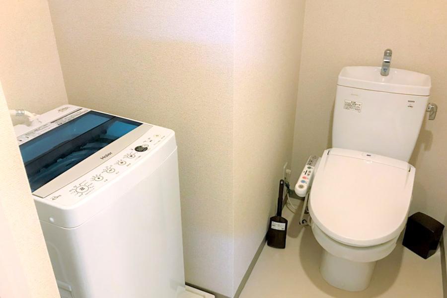 お手洗いはスペースも広々。シャワートイレ設置済みです