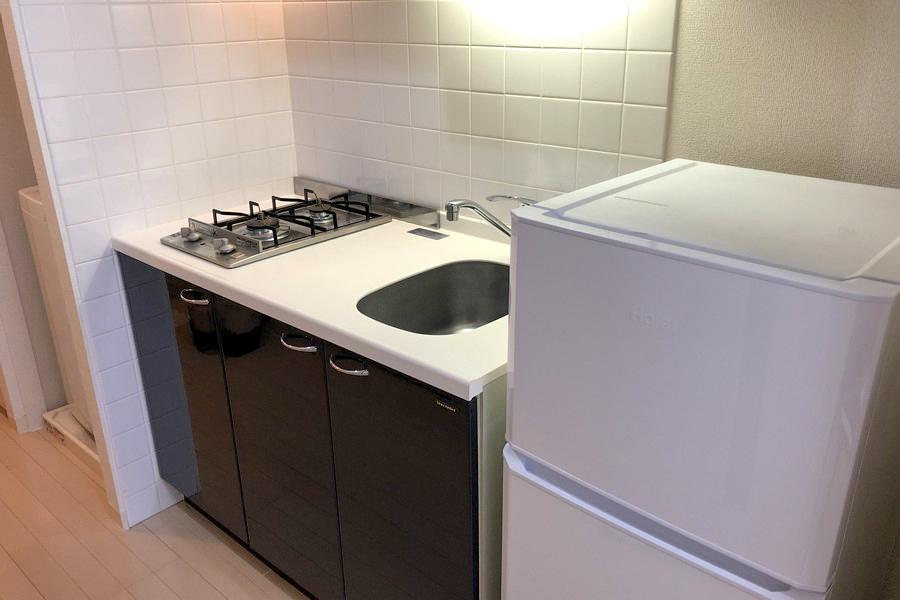 キッチンはコンパクトサイズ。作業スペースが広めなのでお料理もできちゃいます