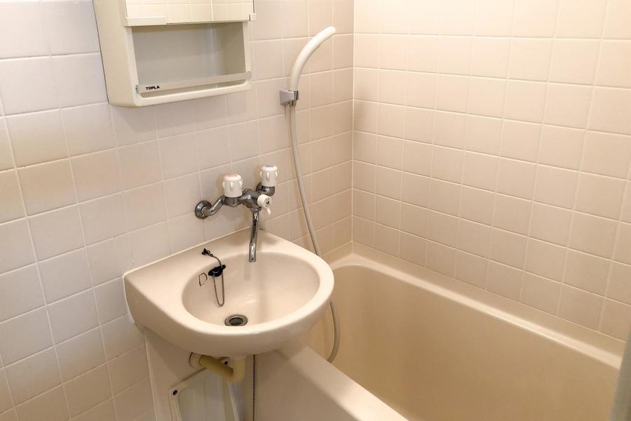 オフホワイト調のお風呂。浴室乾燥機能付きでいつでもお選択可能!