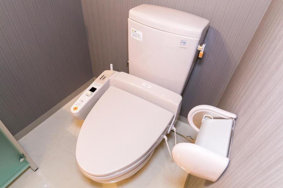お手洗いは人気のシャワートイレつき。こだわりのお客様も多い設備です