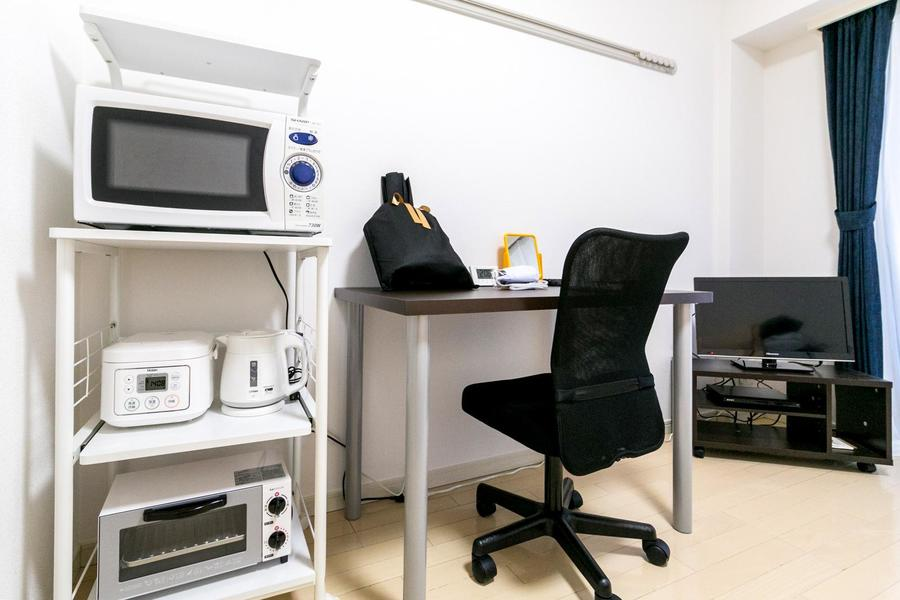 お仕事、書物、お食事など幅広くお使いいただけるデスクセット