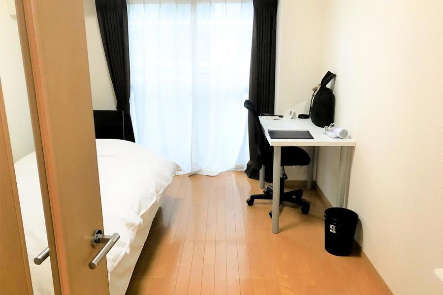 ベッドやデスクを配置してもゆとりの室内。バーチャル内覧でぜひご確認ください