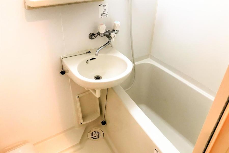 お風呂は浴室乾燥機能つき。天気はもちろん、ホコリや花粉も気にすることなくお洗濯!