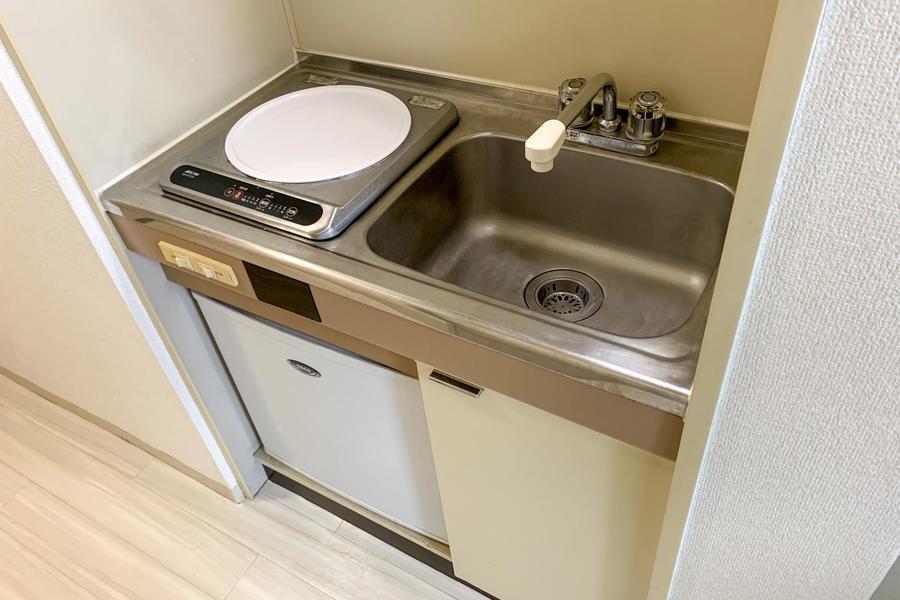 キッチンは小さめサイズ。火災の心配が少ないIHコンロです