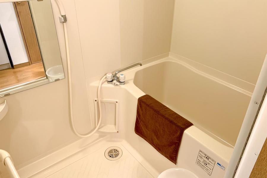 お風呂は浴室乾燥機能つき。ホコリや花粉が付かず安心してお洗濯ができます