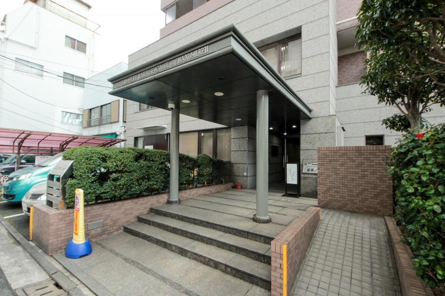 御茶ノ水周辺は順天堂大学、東京医科歯科大学など教育機関が多く並びます