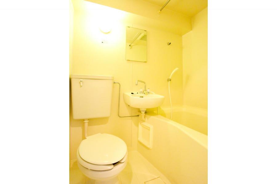 トイレやお風呂などの水回りは使いやすく一箇所に集約されています