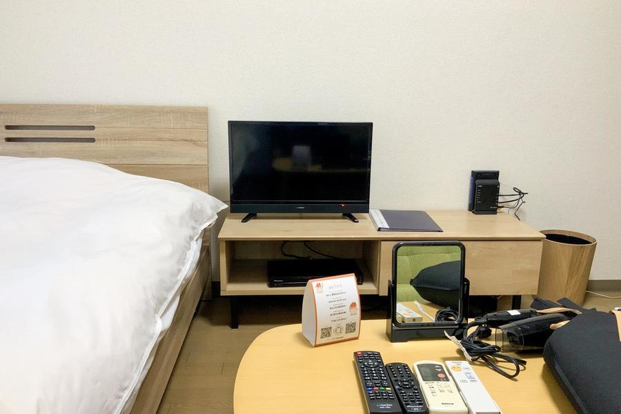 ソファの向かいにはテレビを設置。くつろぎのひとときをお過ごしください