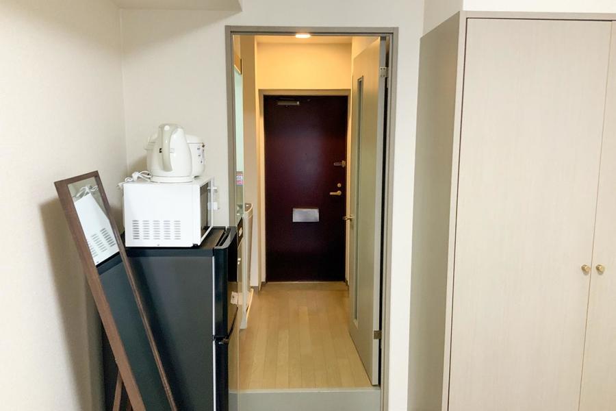 お部屋と廊下の間の仕切り扉は来客時のプライバシー確保に、室温管理にご利用ください