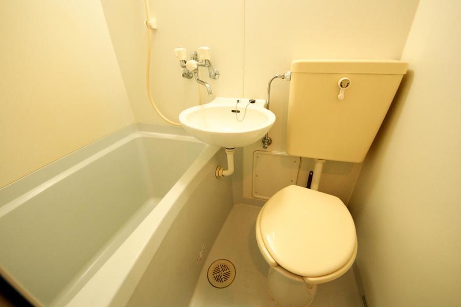 お風呂やお手洗いなどの水回りは使いやすく一箇所にまとめられています