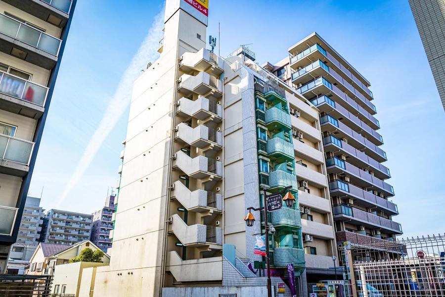 川崎駅徒歩圏内。周辺はラゾーナ川崎のほか飲食店・コンビニなど豊富に揃います