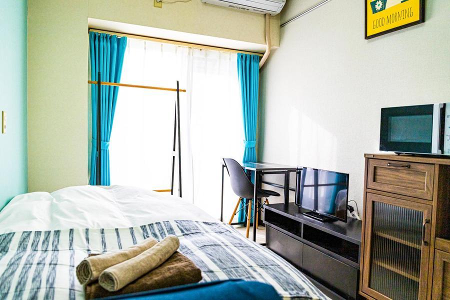 シンプルなワンルームのお部屋。内装はスタッフこだわりのセレクトです