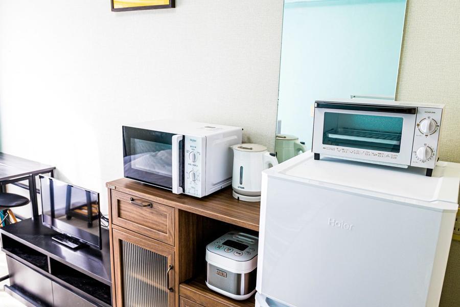 レトロ感のあるウッドチェストを中心に、家電類も充実の取り揃え