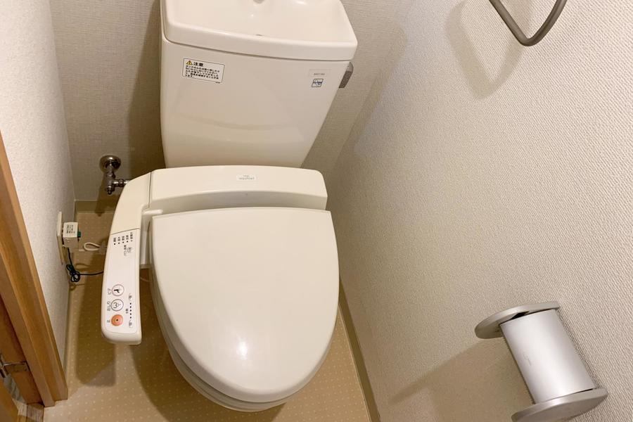 お手洗いはウォシュレットタイプ。こだわるお客様も多い人気の設備です