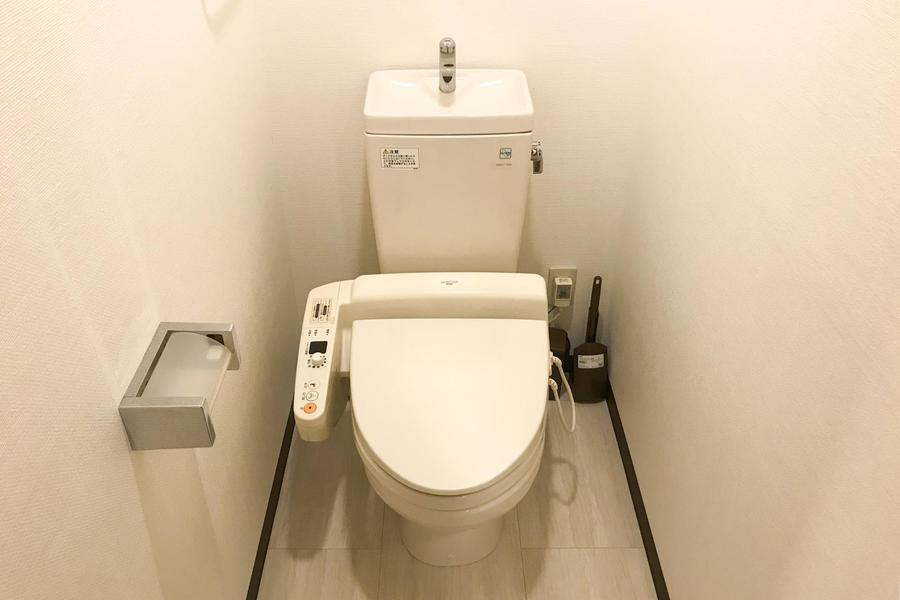 お手洗いは人気のシャワートイレ完備