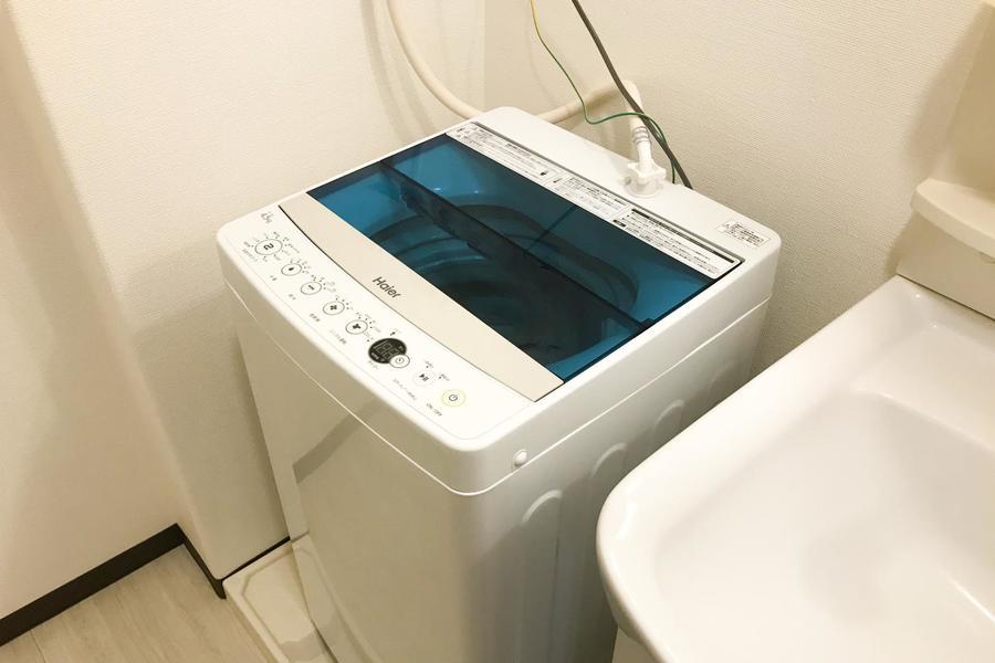 洗濯機は浴室前に設置。脱いだ服もすぐ洗濯機に入れられるので便利です