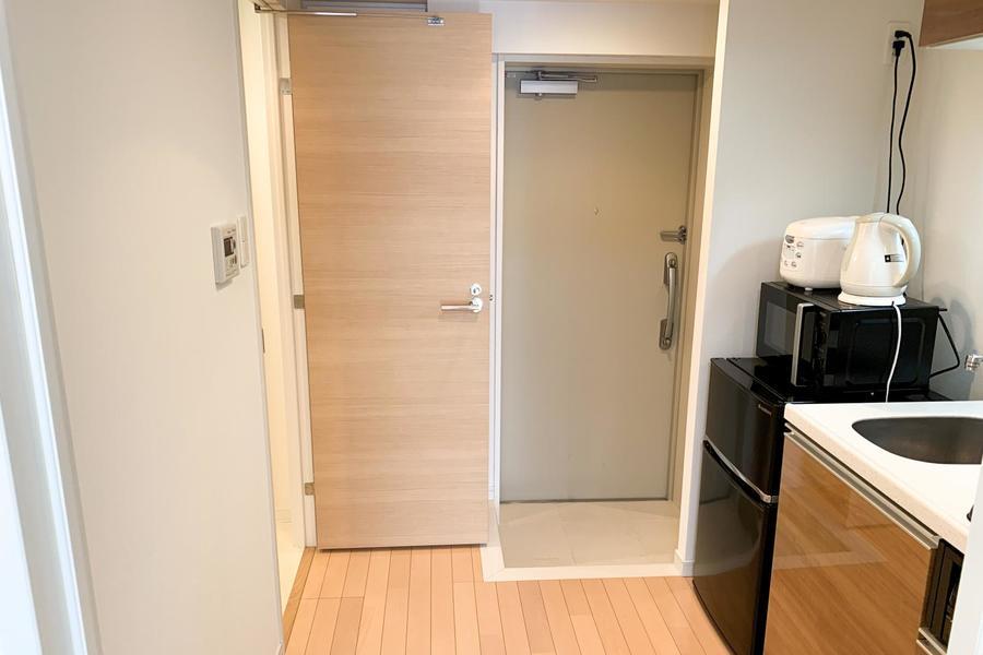 キッチン前の廊下はゆとりを持って作られており、狭さ・動きにくさはありません