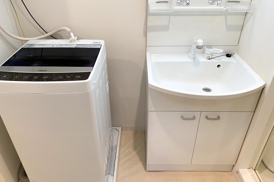 脱衣所には洗面台、洗濯機を設置。洗面台は人気のシャンプードレッサータイプです