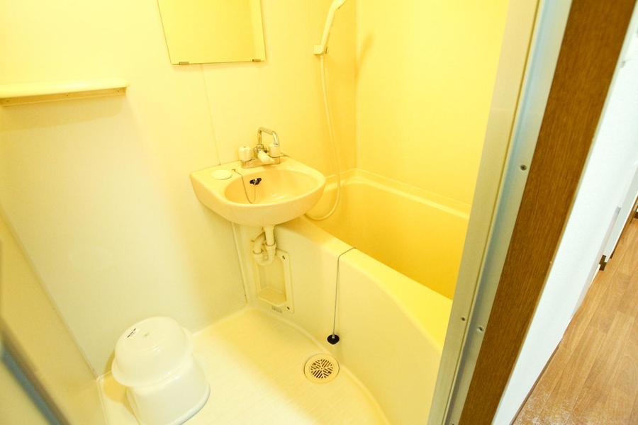 お風呂は人気のセパレート式。浴室乾燥機能つきの優れものです