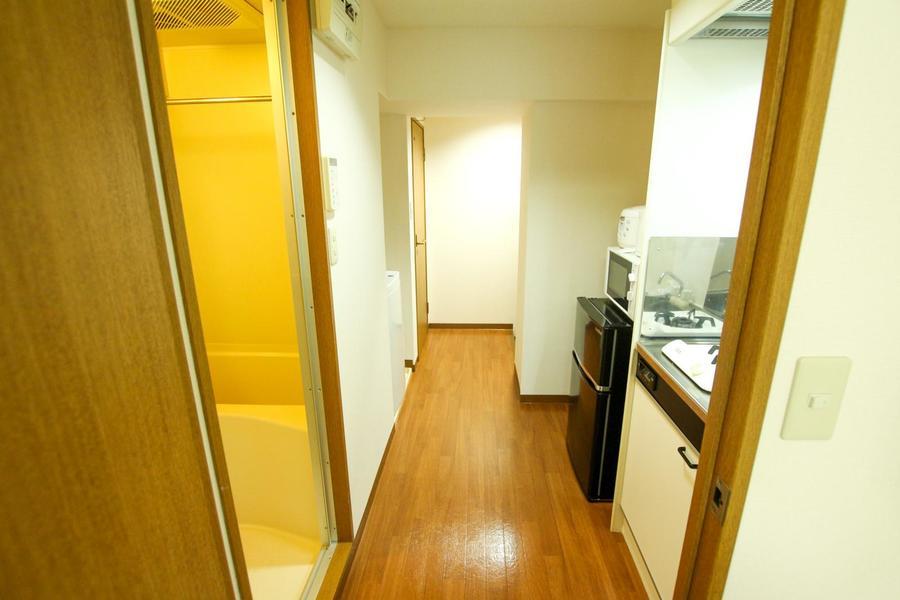 廊下のフローリングもお部屋と同じ色合いで統一感があります