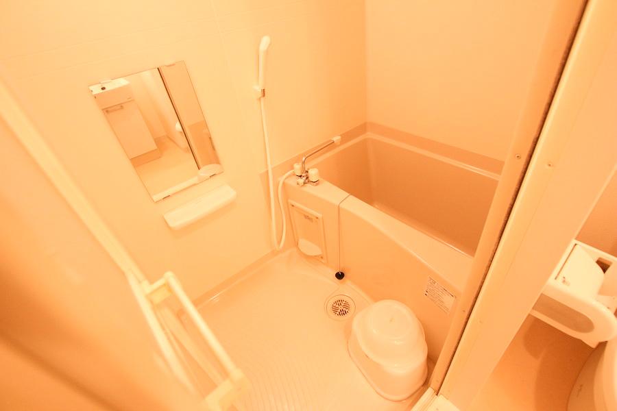 お風呂は浴室乾燥機つき。お天気を気にすることなくお洗濯物が干せます