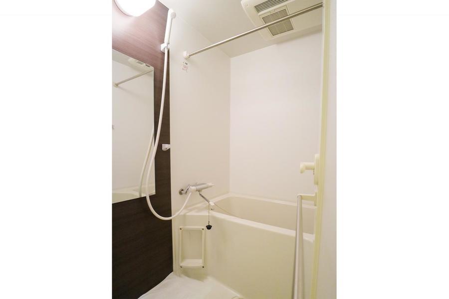 お風呂には浴室乾燥機能搭載。お天気を気にすることなくお洗濯が可能です