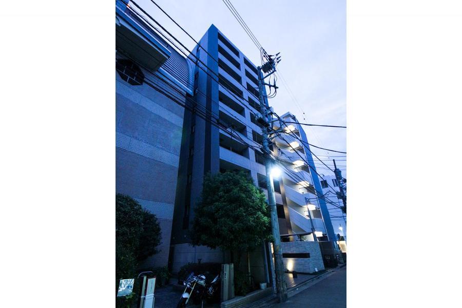 京急川崎駅徒歩4分。繁華街近くのエリアですが周囲はビルや住宅が多く見られます