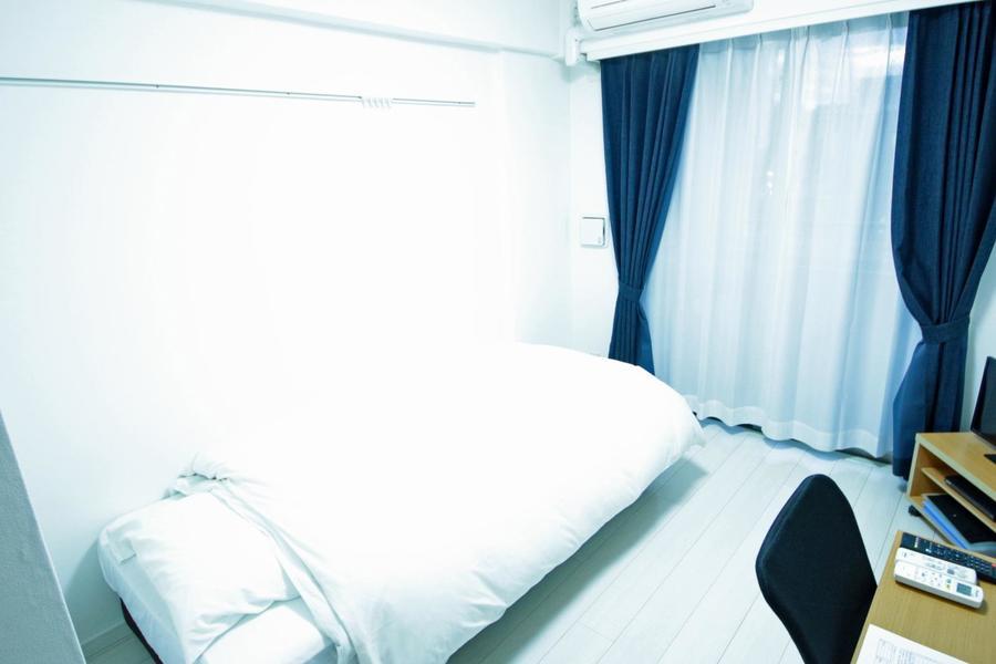 ホワイトを基調としたお部屋。狭すぎず広すぎずの6.2帖です