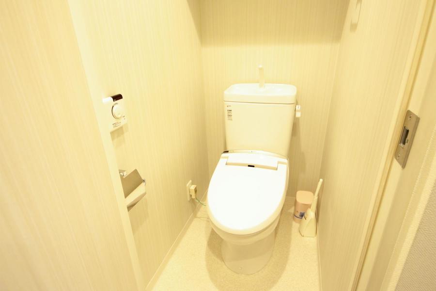 やわらかな木目が印象的なトイレコーナー