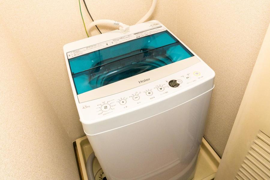 洗濯機置場は扉付き。未使用時は扉を閉めてスッキリ収納