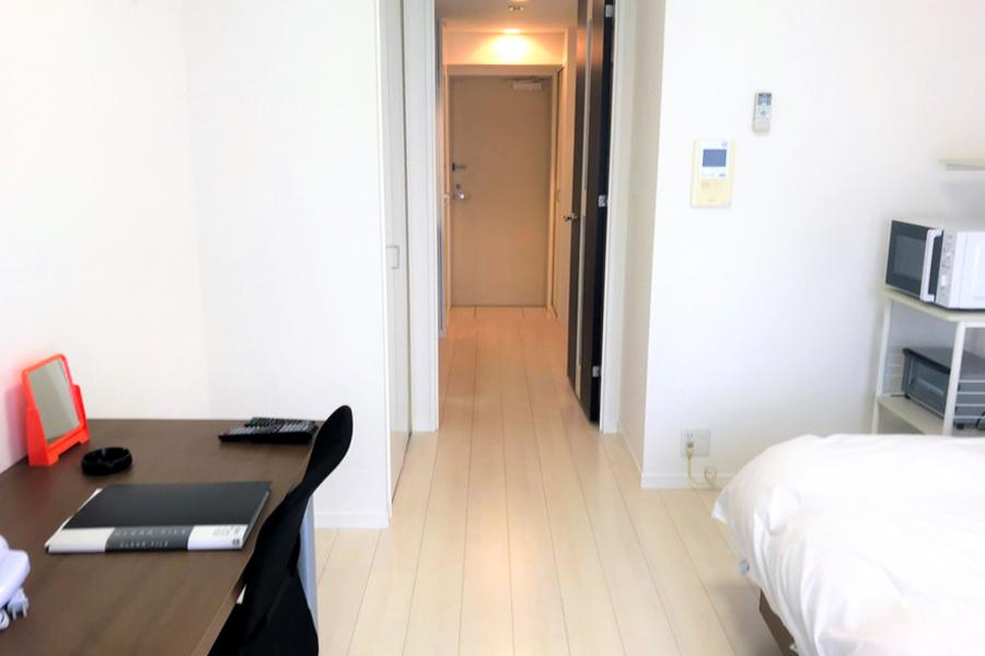 お部屋の広さは6.8帖。ビジネスホテルのような狭さとは無縁のゆとりある間取りです